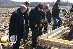 Губернатор Калужской области закладывает первый камень в поселке для молодых семей